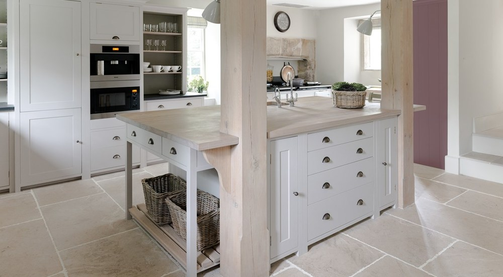 Neptune Suffolk Range – Kitchen diner with central island unit, storage and solid oak beams with Aga oven and standing shelf units