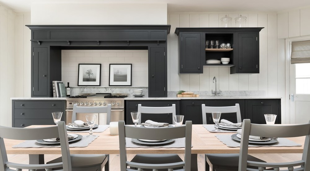 Neptune Suffolk Range – Open plan kitchen diner, with solid oak kitchen table and chairs, cutlery and tableware