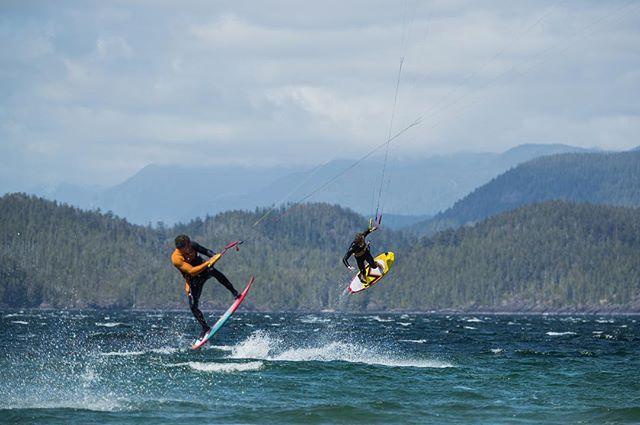 Combo 👤👤 . Riders: @etienne.lhote @camille_delannoy 📸: @robinchristol  #manerawatermen #staysalty #vancouverisland #letskitesurf #kitesurfingworld