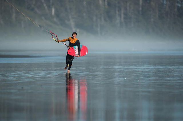 Walking on a mirror. . Rider: @etienne.lhote  Pic: @robinchristol  #manerawatermen #staysalty #vancouverisland #letskitesurf #kitesurfingworld