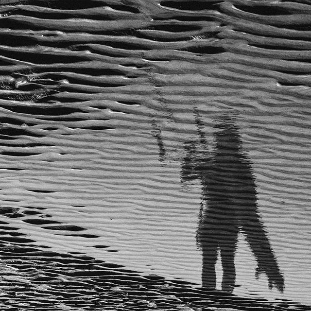 Reflections on the beach. 👤 @camille_delannoy . 📷 @matt_georges . #manerawatermen #staysalty #straplesskitesurfing