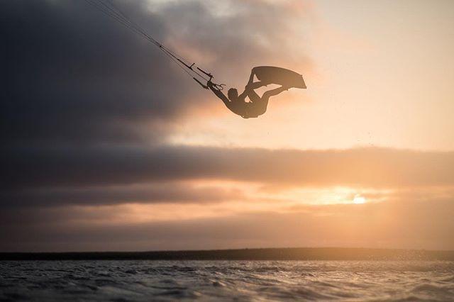 Sun salutation 🙌🏻☀️ . 👤 Max Chabloz . 📷 @robinchristol . #manerawatermen #staysalty #islandsofthestrangers