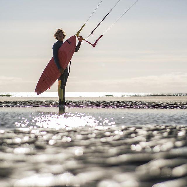 Beach time ⏳. 👤 @camille_delannoy . 📷 @robinchristol . #manerawatermen #staysalty #islandsofthestrangers #letskitesurf #kitesurfingworld