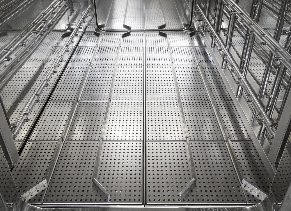 AC 7000 NHP loading floor.jpg