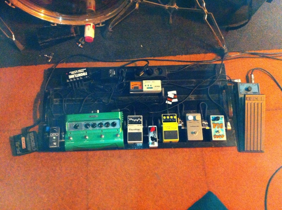 Slightly revised pedal board.jpg