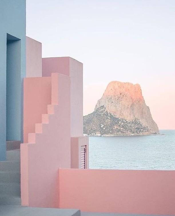 La Muralla Roja, Spain ✨ #poppyandstella