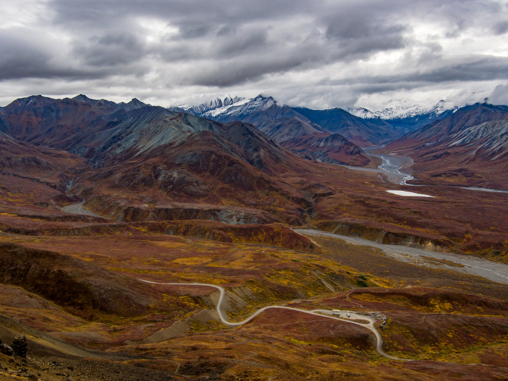 The view from the end of the Alpine Trail. Eielson Visitor Center can be seen below.