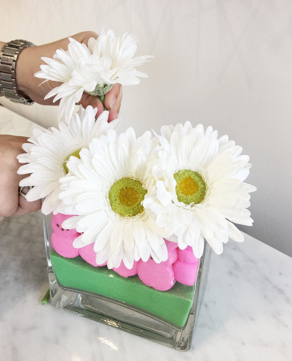 Crayola_Play_sand_Bouquet_with_Marshmallow_Peeps_Add_flowers