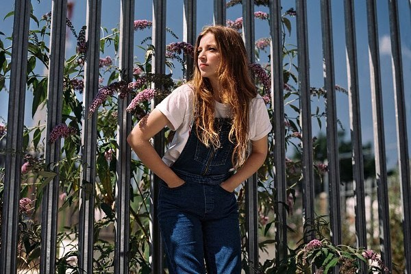 "@rollingstone calls Jade Bird's music ""somewhere between Americana, punk, and soulful indie pop."" See her live TONIGHT at @boweryballroom for 47% off face value at our site - link in bio!"