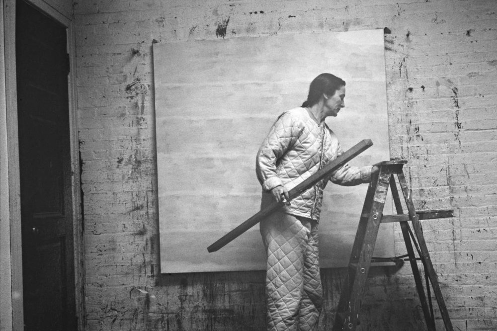 Agnes Martin dans son atelier - ALEXANDER LIBERMAN PHOTOGRAPHY ARCHIVE, PAUL GETTY TRUST