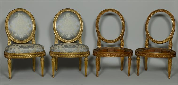 Les fausses chaises proposées à la vente au Château de Versaille