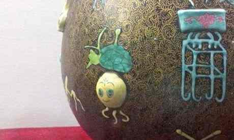 Un faux vase de la dynastie Qing découvert au musée de Jizhou | Source The Guardian | Credit photo : weibo.com
