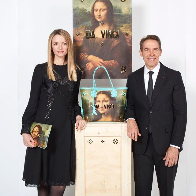 Fashion x Art = une profitable équation. Jeff Koons en compagnie de Delphine Arnault. La fille du célèbre collectionneur et homme d'affaires est aujourd'hui DGA de la griffe.