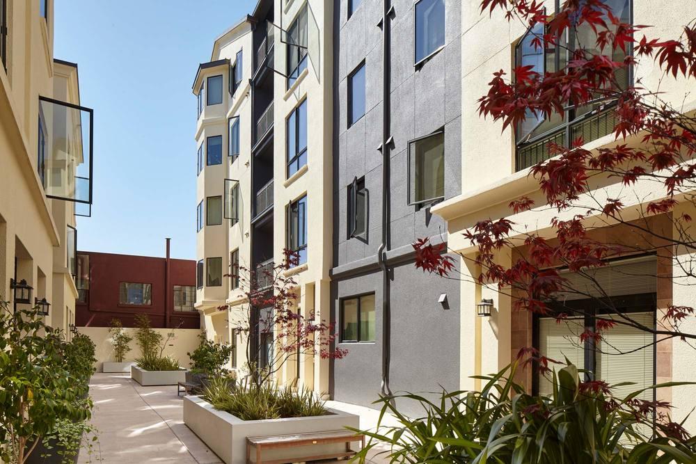 1122U-courtyard.jpg