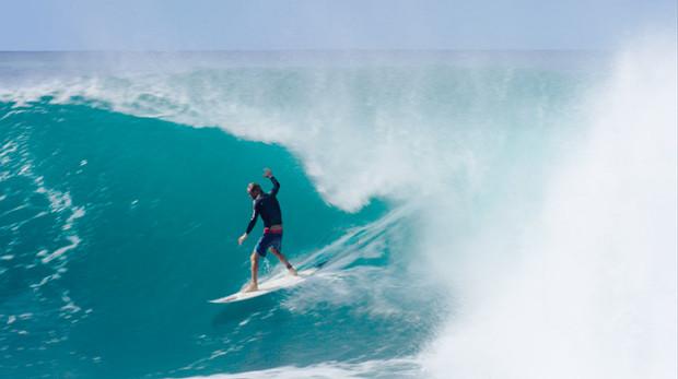 gavin-beschen-barrel-volcom-surf-maui-surfing-hawaii-volcom-boardshorts