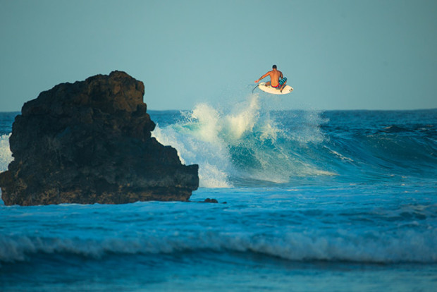 mitch-coleborn-volcom-surf-maui-surfing-hawaii-volcom-boardshorts