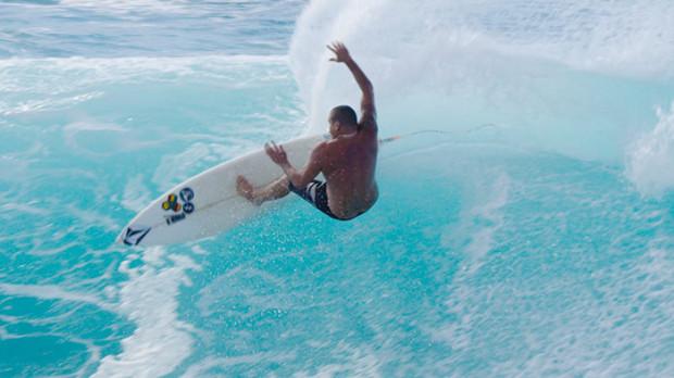 tai-vandyke-volcom-surf-maui-surfing-hawaii-volcom-boardshorts