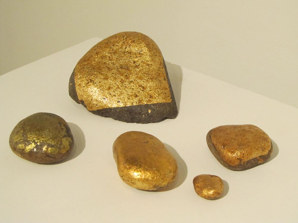 Stone of Hope , 2011, Found stones and gold leaf, 1, 2, 3, 4, 5, 4-inch diameters