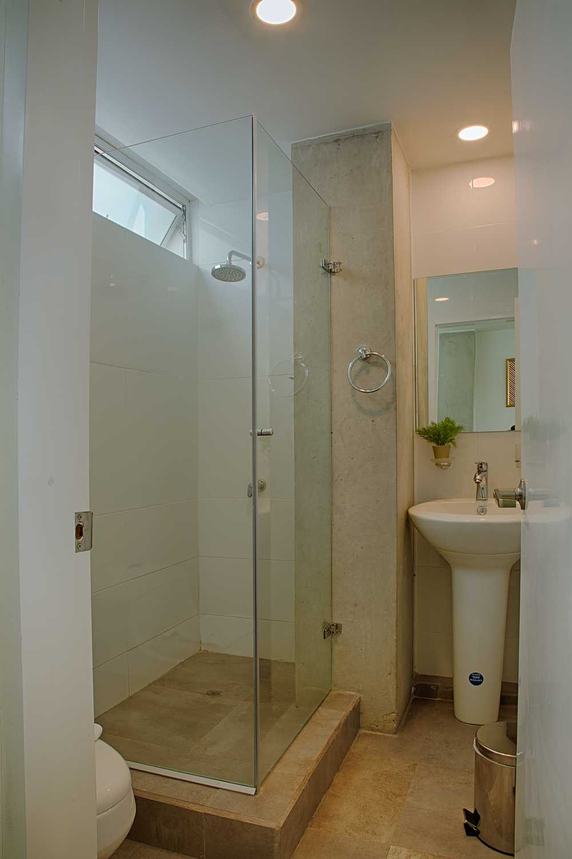 302-Bathroom.jpg