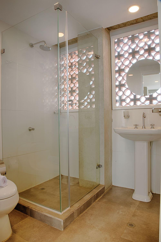 303-Bathroom.jpg