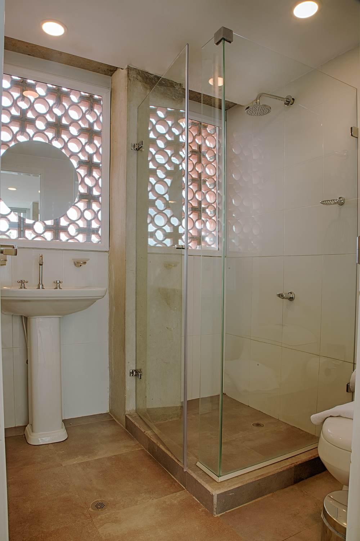 304-Bathroom.jpg