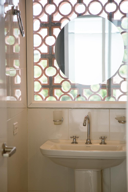 304-Bathroom2.jpg