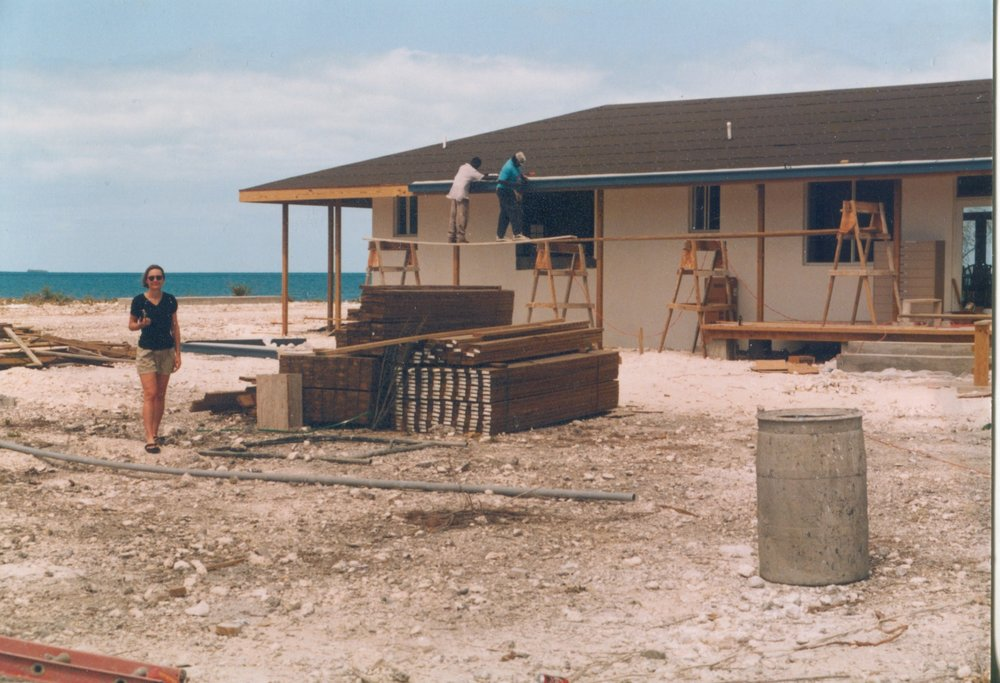 Construction of The Island School dining hall in early 1999, with Sarah's mentor Leita Hamill in the foreground.