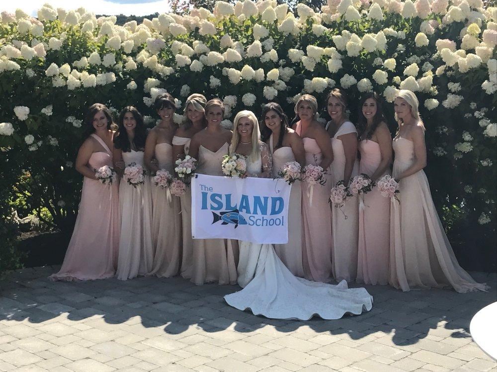 Sydney DeVos (F'06) with her bridesmaids including, Lexie Marino (F'06), Hanna Koch (F'06), and Julianne Hoell (Staff Alumni).