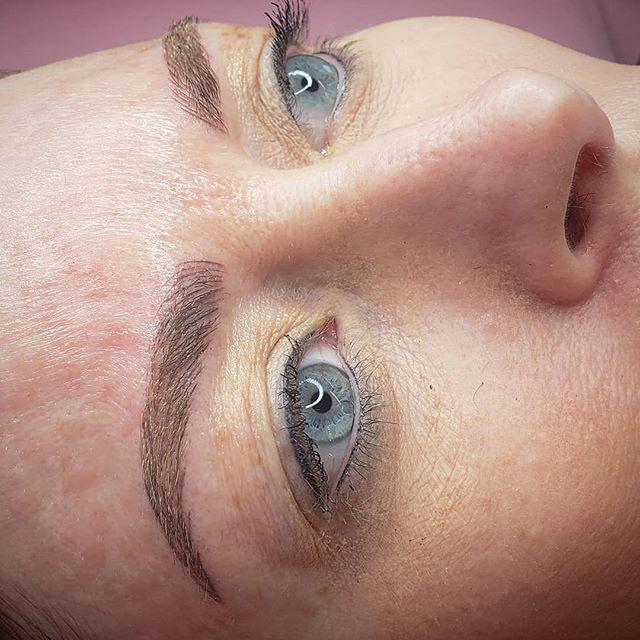 Ahhh perfection session ♡ how I love the... Healed liner top & bottom #bluerosebeauties #harmonymicroblade #microbladingbyGlamd #permanentmakeup #pmu #microblading #archaddicts #brows #browsonfleek #3dbrows #microbladingeyebrows #eyebrows #wakeupandmakeup #harmonymb #browsonpoint #browgame #microblading #microbladingeyebrows #microbladingbrows #permanentmakeup #microbladingartist #micropigmentation #hairstrokes #microbladingacademy #microbladingtraining #pmu #3dbrows #browsonfleek #eyebrowtattoo #semipermanentmakeup #powderbrow #eyebrowsonfleek