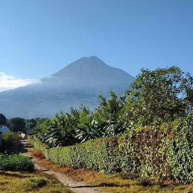 Enjoyed wondering around the city with a new Japanese friend who I met at the market. Qué gran vista del volcán de Agua!