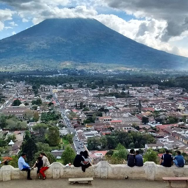 The locals are also enjoying the weekend at el Cerro de La Cruz! :) The beautiful view of the Volacán Agua.