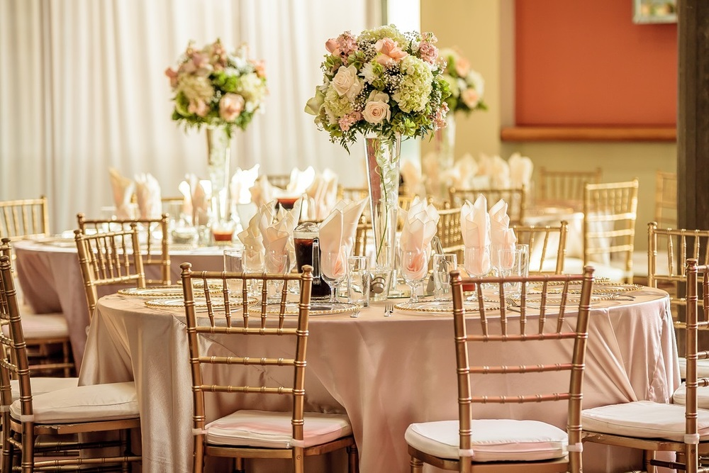 orange county wedding event planner dinner chiabari chairs