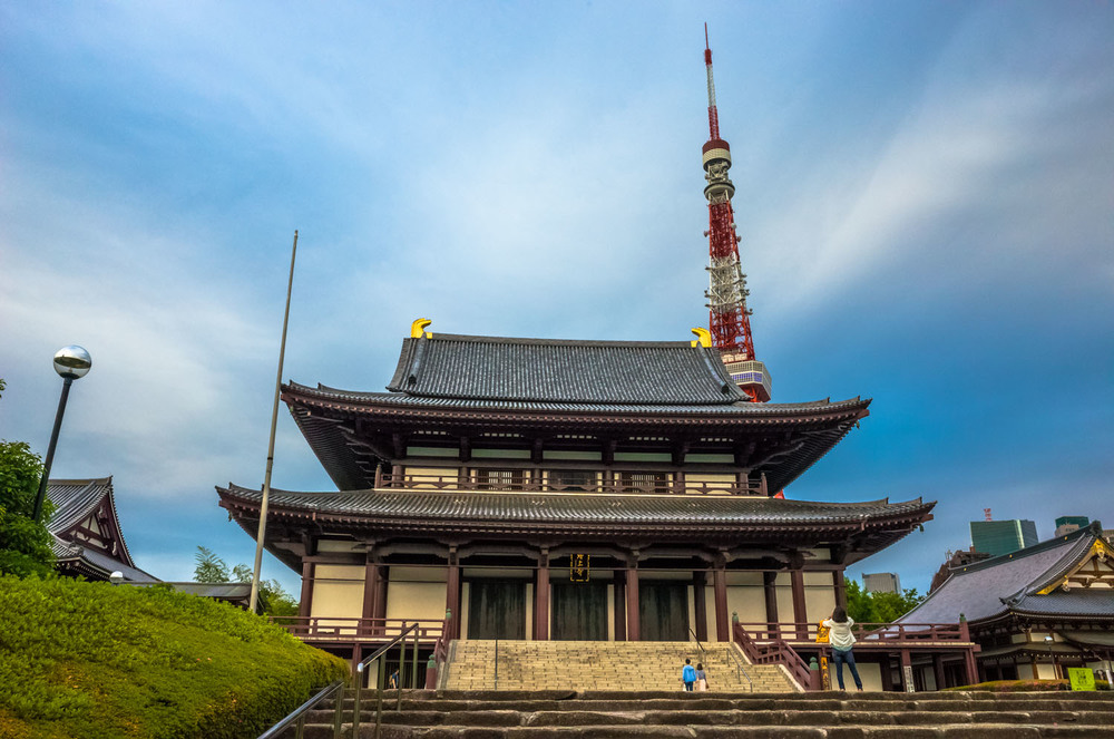 Zojoji temple with Tokyo Tower behind
