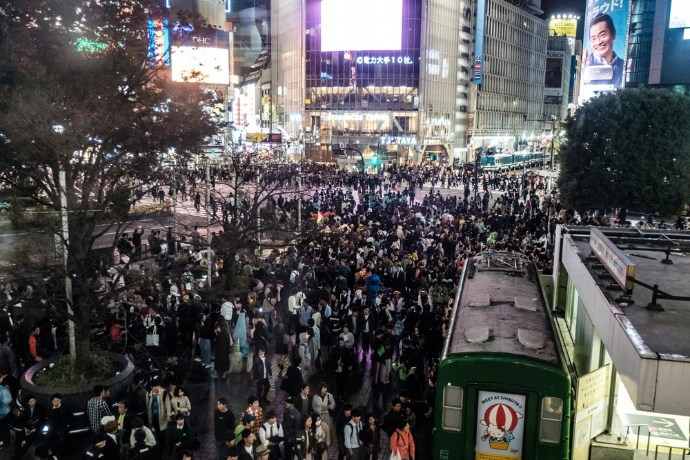 Shibuya Crossing - the crowd advances!