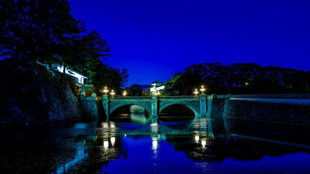 Meganebashi (Eyeglasses Bridge) with Seimon (Main Gate on the left) and Fujimi Keep behind