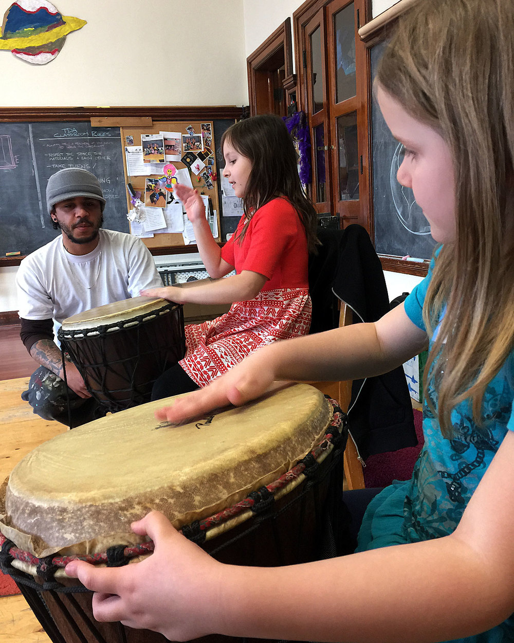 Experiential learning with guest musician at Three Dragons Academy.
