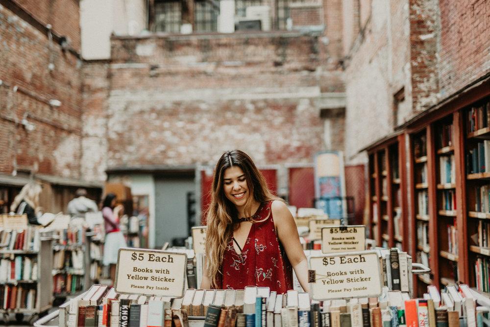 Bookstagram Hopeless Book Lover - Giselle Gonzalez