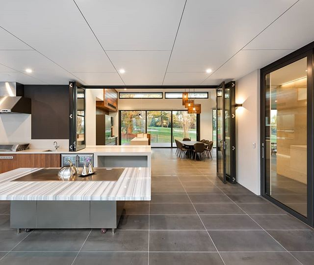 Teppanyaki anyone!? A beautifully crafted outdoor entertainment space and seamless extension of the indoors. Interiors by us, architecture by @design_unity, built by #herbelconstructions 📷 by #matthewmallett  #warragulresidence #martinjscottdesign  #mjs #residentialdesign