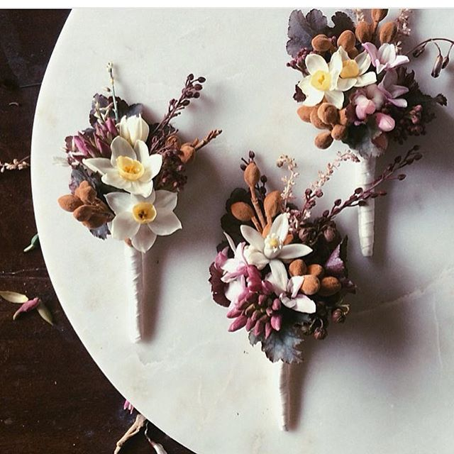Gorgeous #gwendolynneflowerinspo via @theweddingnetwork with these sublime buttonholes by the incredible talent of Perth florist @lualeucafloral  #flowers #buttonhole #weddingflowers