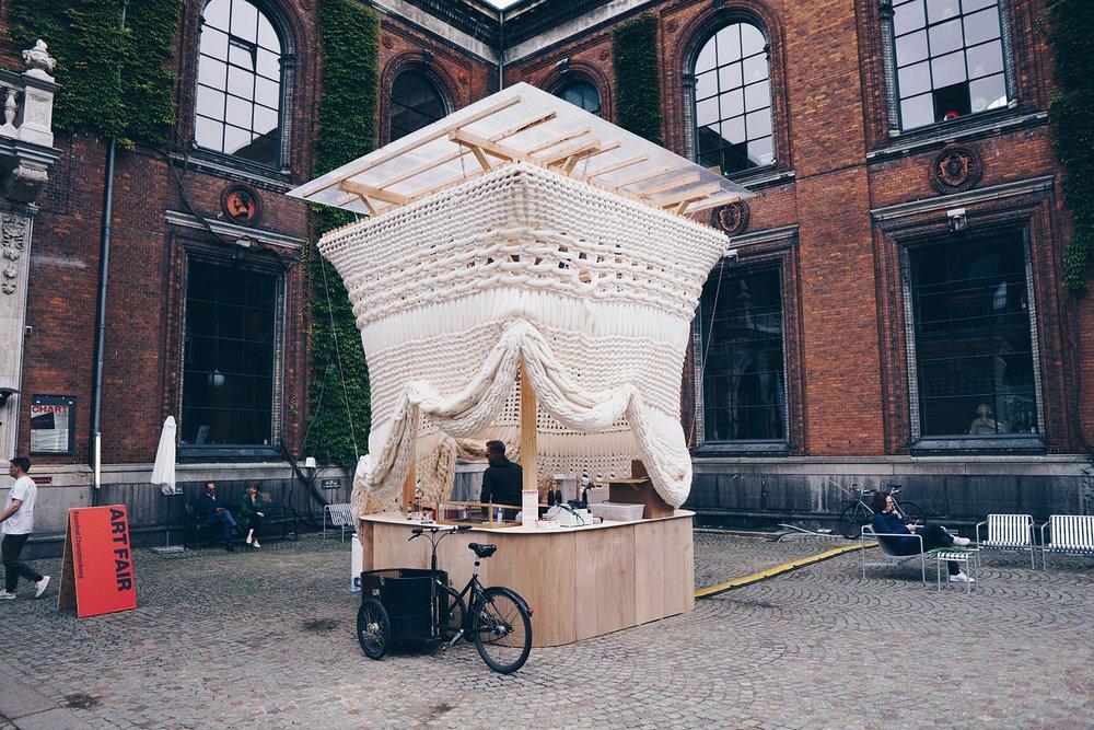 Tight Knit, winner of Chart Art Fair 2018 By  Jan Sienkiewicz and Uta Sienkiewicz .  Photo by Joakim Züger.