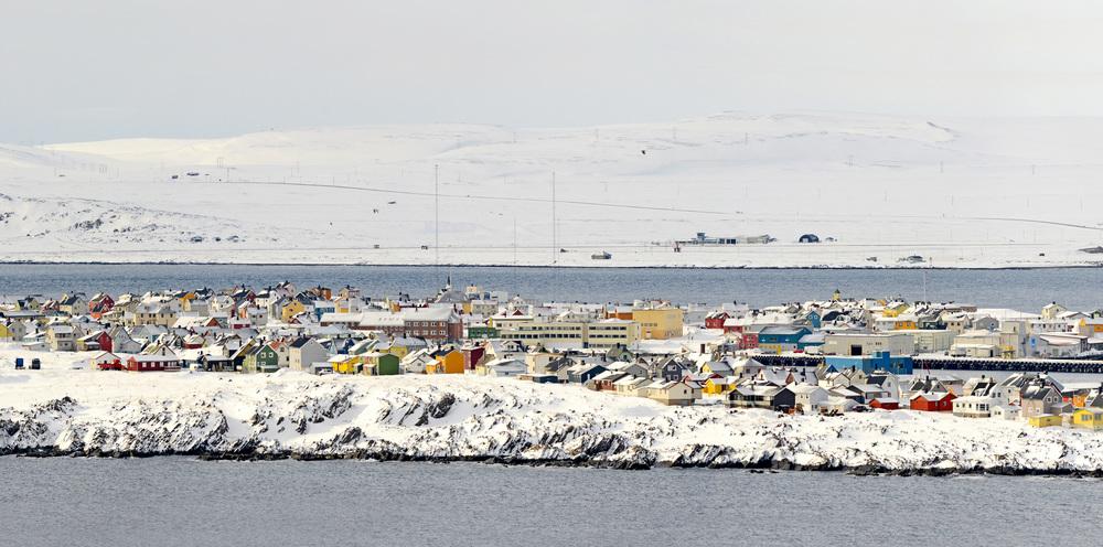 Vardø by sett fra Hornøya