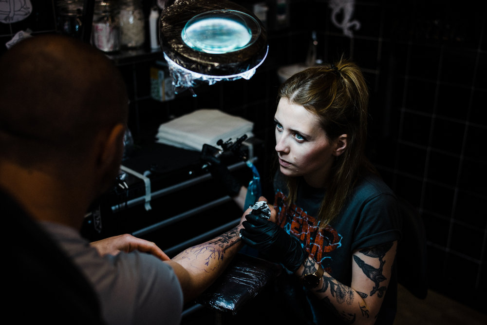 Ep. 3: Strawberries and stress pills, with Marta Knas. - Marta Knaś (26) is a Polish tattoo artist living and working in Poznań (Poland) and The Hague (The Netherlands).She works almost exclusively in black and specializes in dot- and linework.