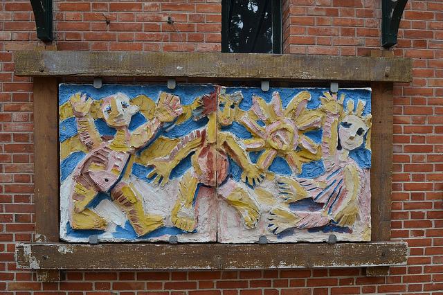 Bas-relief, maternelle des Grésillons, Gennevilliers