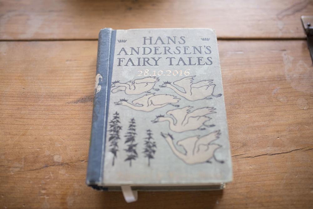 Handmade-Vintage-Wedding-Fairy-Tale-Guestbook_1.jpg