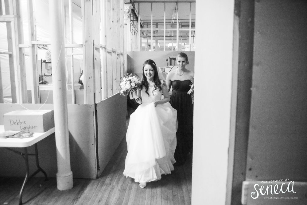 photographybyseneca_PAweddingphotographer_1109.jpg