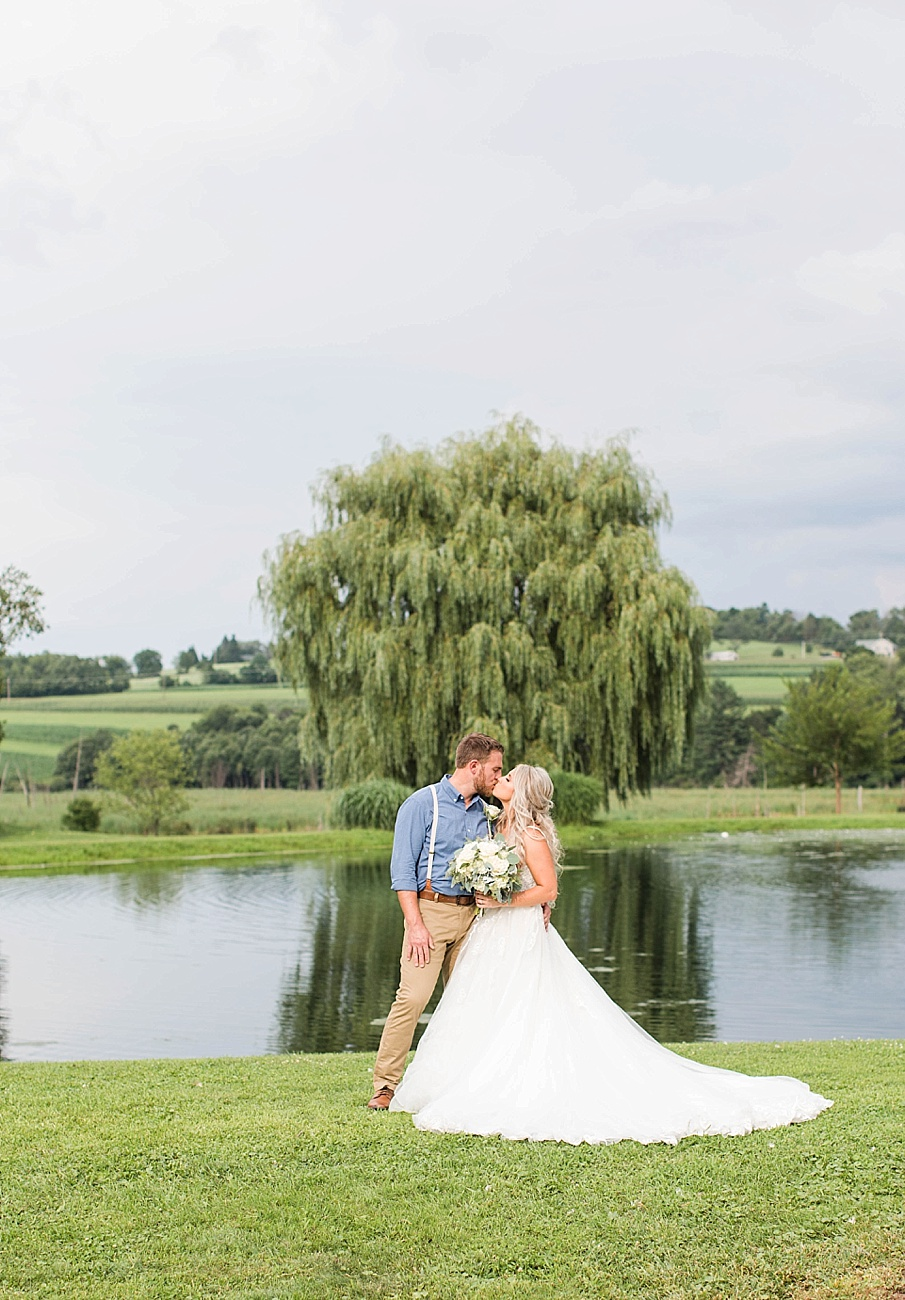 senecaryanco-pennsylvania-wedding-photographer-scranton-barnatglisteningpond_0082.jpg