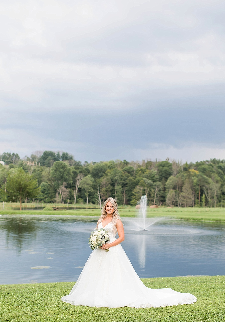 senecaryanco-pennsylvania-wedding-photographer-scranton-barnatglisteningpond_0087.jpg