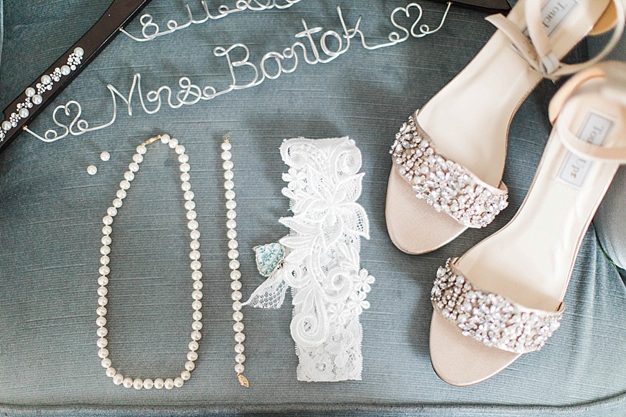 senecaryanco-pennsylvania-wedding-photographer-scranton-barnatglisteningpond_0174.jpg