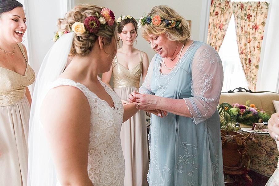 senecaryanco-pennsylvania-wedding-photographer-scranton-barnatglisteningpond_0190.jpg