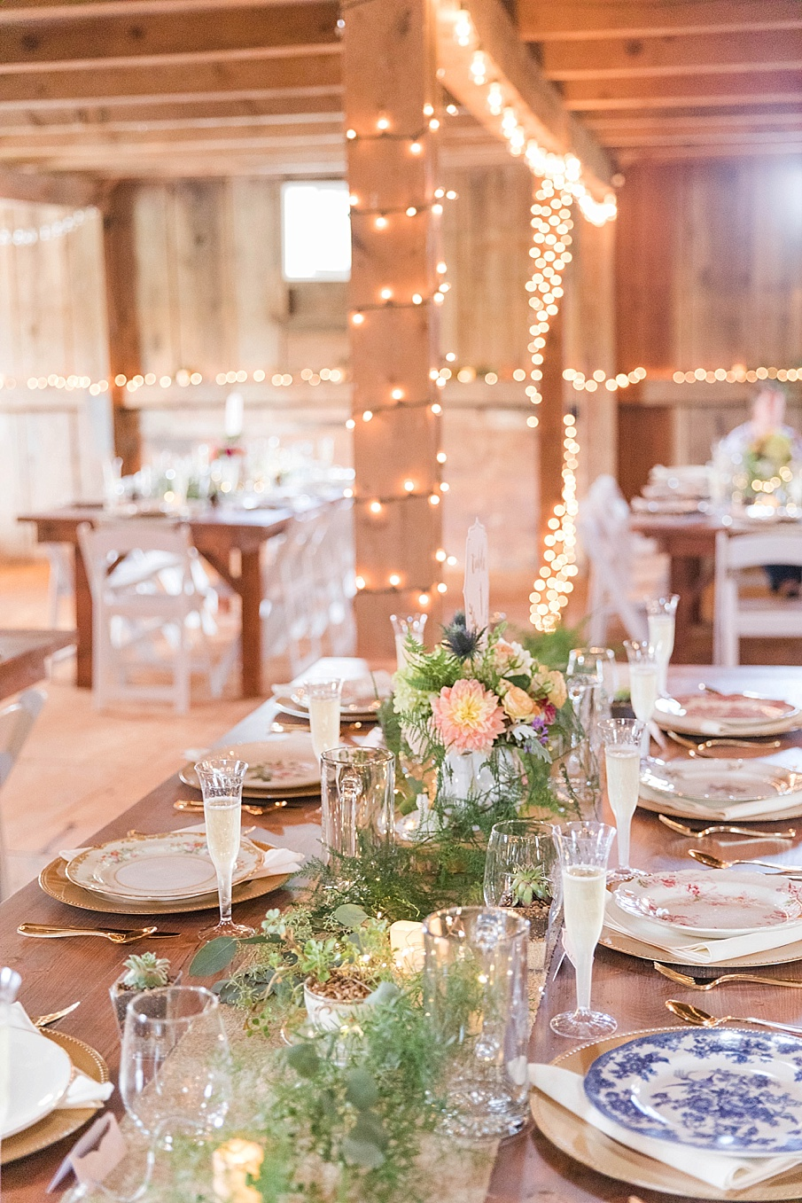 senecaryanco-pennsylvania-wedding-photographer-scranton-barnatglisteningpond_0218.jpg
